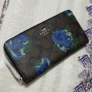 Coach Accordion Zip Wallet With Jumbo Floral Print